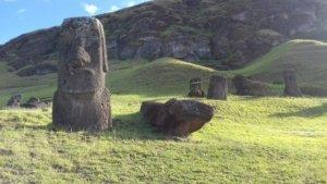 moai monolitische menselijke beelden